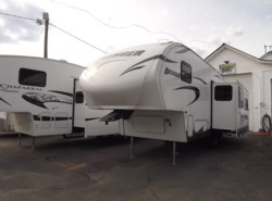 Used 2014  Prime Time Avenger 526RLS by Prime Time from Diamond RV Centre, Inc. in West Hatfield, MA