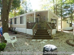 Used 2002  Breckenridge  1238SS2BR by Breckenridge from Driftwood RV Center in Clermont, NJ