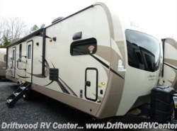 New 2018 Forest River Rockwood Signature Ultra Lite 8335BSS available in Clermont, New Jersey