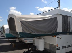 Used 2004  Fleetwood Highlander Hemlock 3833 by Fleetwood from Delmarva RV Center in Milford, DE
