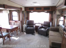 Used 2014  Keystone Cougar XLite 28SGS by Keystone from Northern Hills Homes and RV's in Whitewood, SD