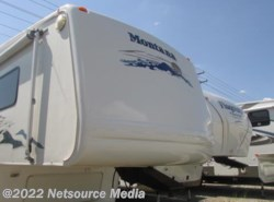 Used 2005  Keystone Montana 3670RL by Keystone from Northgate RV Center in Louisville, TN