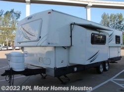 Used 2008  Hi-Lo  Tow Lite 2708T by Hi-Lo from PPL Motor Homes in Houston, TX