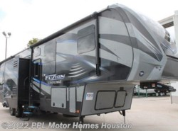 Used 2015  Keystone Fuzion Chrome 345 by Keystone from PPL Motor Homes in Houston, TX