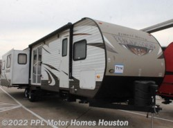 Used 2015  Forest River Wildwood 38RLT by Forest River from PPL Motor Homes in Houston, TX