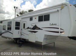 Used 2005  McKenzie Lakota 31SKT by McKenzie from PPL Motor Homes in Houston, TX