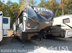 Used 2016  Heartland RV Cyclone 4200HD by Heartland RV from RV Outlet USA in Ringgold, VA