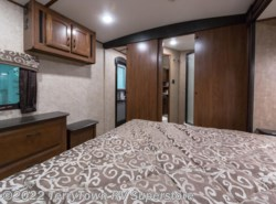 New 2016  Jayco White Hawk Ultra Lite 33RLBS by Jayco from TerryTown RV Superstore in Grand Rapids, MI