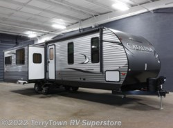 New 2017  Coachmen Catalina Legacy Edition 333RETS by Coachmen from TerryTown RV Superstore in Grand Rapids, MI
