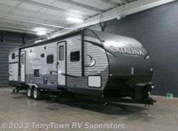 New 2017  Coachmen Catalina Legacy Edition 323BHDS CK by Coachmen from TerryTown RV Superstore in Grand Rapids, MI