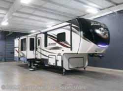 New 2017  Keystone Alpine 3500RL by Keystone from TerryTown RV Superstore in Grand Rapids, MI