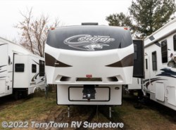 Used 2016  Keystone Cougar 327RES by Keystone from TerryTown RV Superstore in Grand Rapids, MI