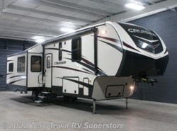 New 2017  CrossRoads Cruiser 3391RL by CrossRoads from TerryTown RV Superstore in Grand Rapids, MI