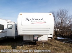Used 2006  Forest River Rockwood Signature Ultra Lite 8240SS by Forest River from TerryTown RV Superstore in Grand Rapids, MI