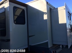 Used 2009  Highland Ridge Open Range Ultra Lite 335BHS by Highland Ridge from www.RVToscano.com in Los Banos, CA