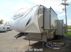 New 2019 Coachmen Chaparral 373MBRB available in Shakopee, Minnesota