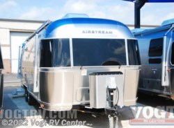 New 2017  Airstream International Signature 27FB by Airstream from Vogt RV Center in Ft. Worth, TX