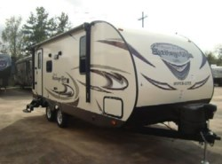 New 2016  Forest River Wildwood Heritage Glen 23RB by Forest River from Camperland Trailer Sales in Conroe, TX