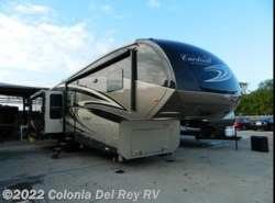 Used 2016  Forest River Cardinal 3850RL by Forest River from Colonia Del Rey RV in Corpus Christi, TX