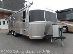 Used 2014  Airstream Flying Cloud 25FB Queen by Airstream from Colonial Airstream & RV in Lakewood, NJ