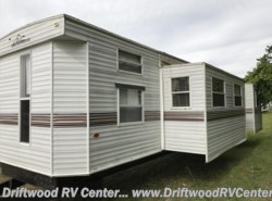 Used 2002  Breckenridge  2BR by Breckenridge from Driftwood RV Center in Clermont, NJ