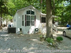Used 2002  Breckenridge  1240FDB-SK by Breckenridge from Driftwood RV Center in Clermont, NJ