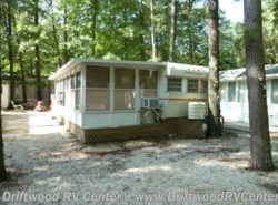 Used 1980  Esquire Country Squire 1BR by Esquire from Driftwood RV Center in Clermont, NJ