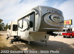 New 2018  Palomino Columbus 374BHC by Palomino from Genuine RV Store in Nacogdoches, TX