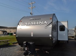 New 2017  Coachmen Catalina 323BHDS by Coachmen from Delmarva RV Center in Milford, DE