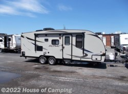 Used 2016  Venture RV Sonic SN220VBH by Venture RV from House of Camping in Bridgeview, IL