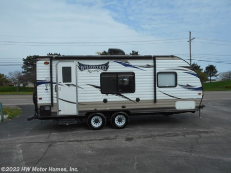 2015 Forest River Wildwood X-Lite 221 RB