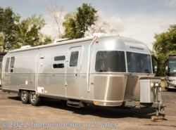 Used 2014 Airstream Flying Cloud 30, Rear Queen, Solar Pac. Like new available in Winter Garden, Florida
