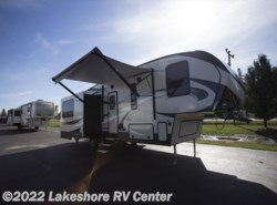 New 2018  Keystone Cougar Half Ton 28SGS by Keystone from Lakeshore RV Center in Muskegon, MI