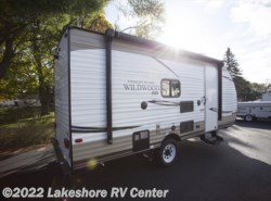 Used 2017  Forest River Wildwood X-Lite FSX SERIES 197BH by Forest River from Lakeshore RV Center in Muskegon, MI