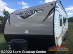 Used 2017  Forest River Wildwood X-Lite 241QBXL by Forest River from Leo's Vacation Center in Gambrills, MD