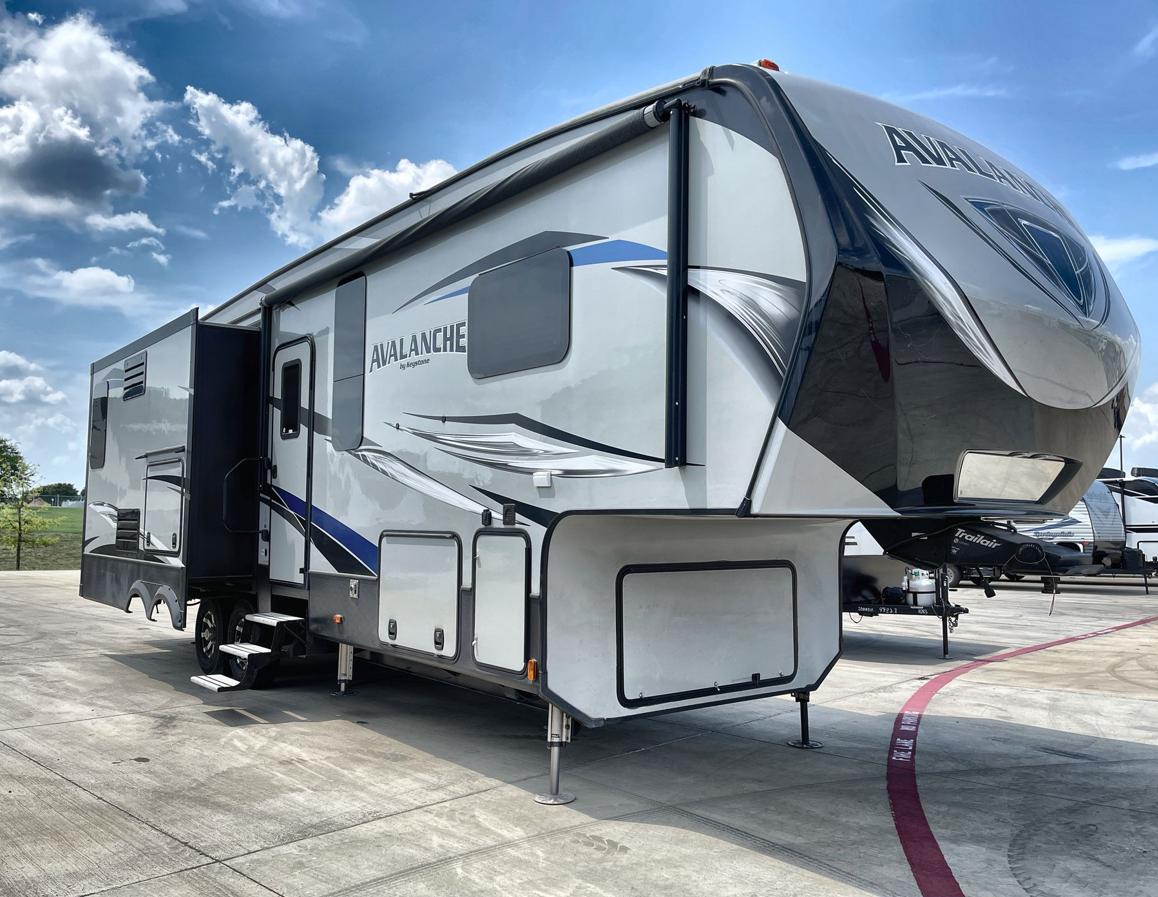2018 Keystone Avalanche 330GR