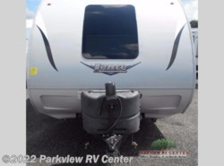 Used 2015  Lance  Lance Travel Trailers 2295 by Lance from Parkview RV Center in Smyrna, DE
