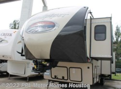 Used 2017  Forest River Sandpiper 377FLIK by Forest River from PPL Motor Homes in Houston, TX