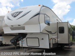 Used 2015 Keystone Hideout 308BH available in Houston, Texas