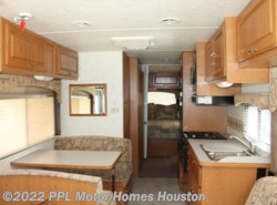 Used 2004  Four Winds  Hurricane 30Q by Four Winds from PPL Motor Homes in Houston, TX
