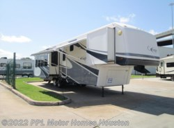 Used 2006  Carriage  CW374 by Carriage from PPL Motor Homes in Houston, TX