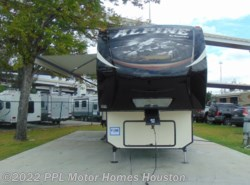 Used 2015 Keystone Alpine 3730FB available in Houston, Texas