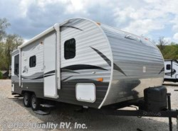Used 2016  CrossRoads  211RD Z-1 by CrossRoads from Quality RV, Inc. in Linn Creek, MO