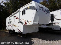 Used 2009  Heartland RV Cyclone 3210 by Heartland RV from RV Outlet USA in Ringgold, VA