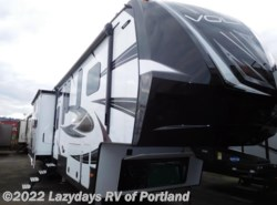 Used 2017  Dutchmen Voltage Epic 3970 by Dutchmen from B Young RV in Milwaukie, OR