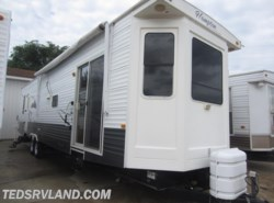 Used 2010  CrossRoads Hampton 39FE by CrossRoads from Ted's RV Land in Paynesville, MN