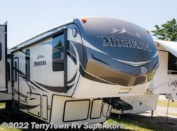Used 2015  Keystone Montana 3610RL by Keystone from TerryTown RV Superstore in Grand Rapids, MI