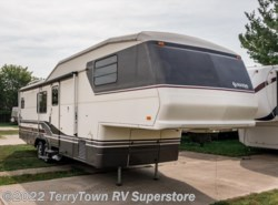 Used 1993  Fleetwood Avion 335M by Fleetwood from TerryTown RV Superstore in Grand Rapids, MI