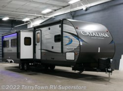 New 2018  Coachmen Catalina Legacy Edition 333BHTS CK by Coachmen from TerryTown RV Superstore in Grand Rapids, MI