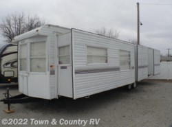 Used 2004  Hy-Line  39' by Hy-Line from Town & Country RV in Clyde, OH